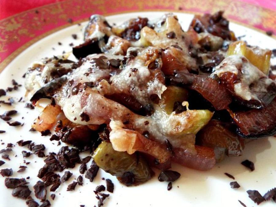 Caponata di melanzane con cacao amaro, tuma ragusana e aceto balsamico