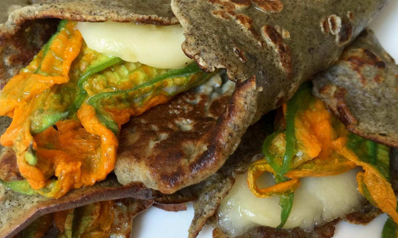 Crepes alla canapa e semi di lavanda, fiori di zucchine, Stelvio DOP