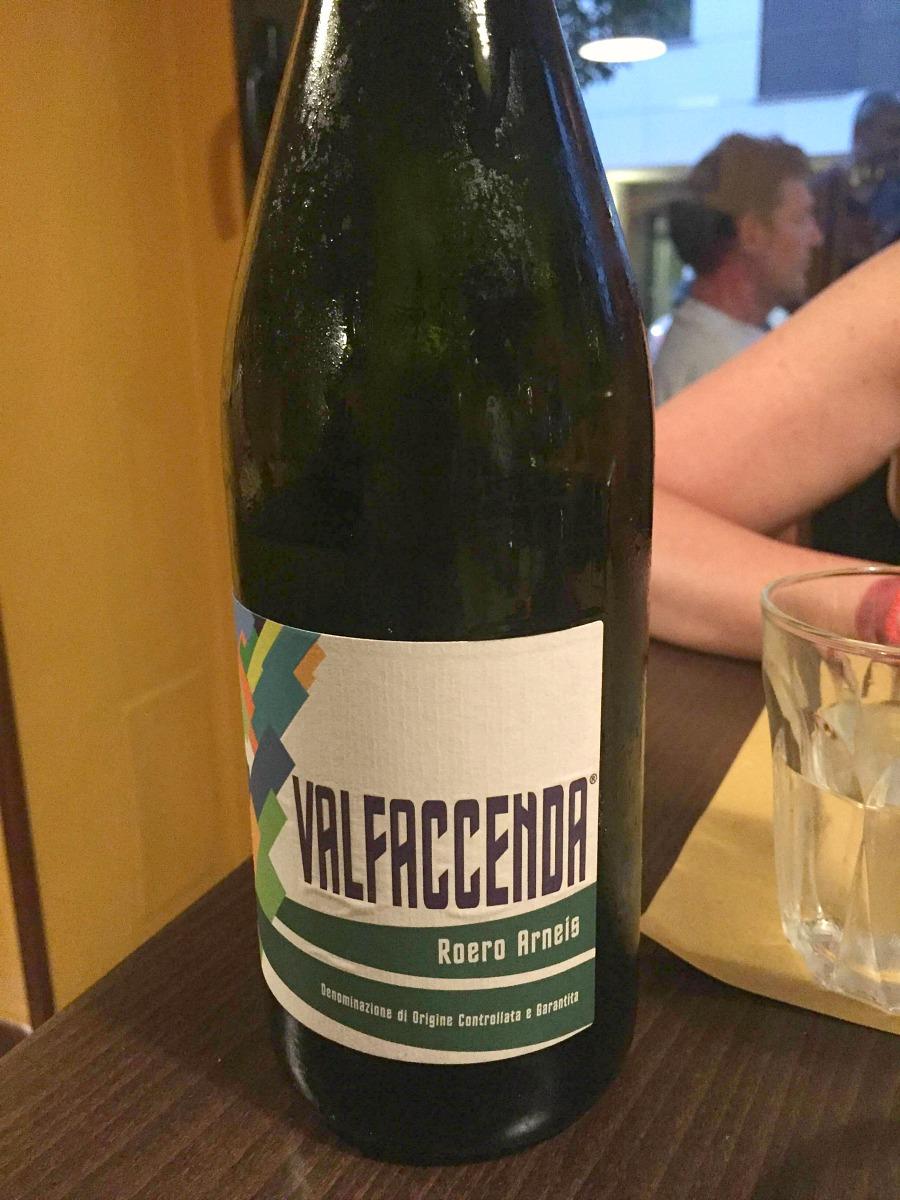 Primo piano del vino che tanto ci piacque