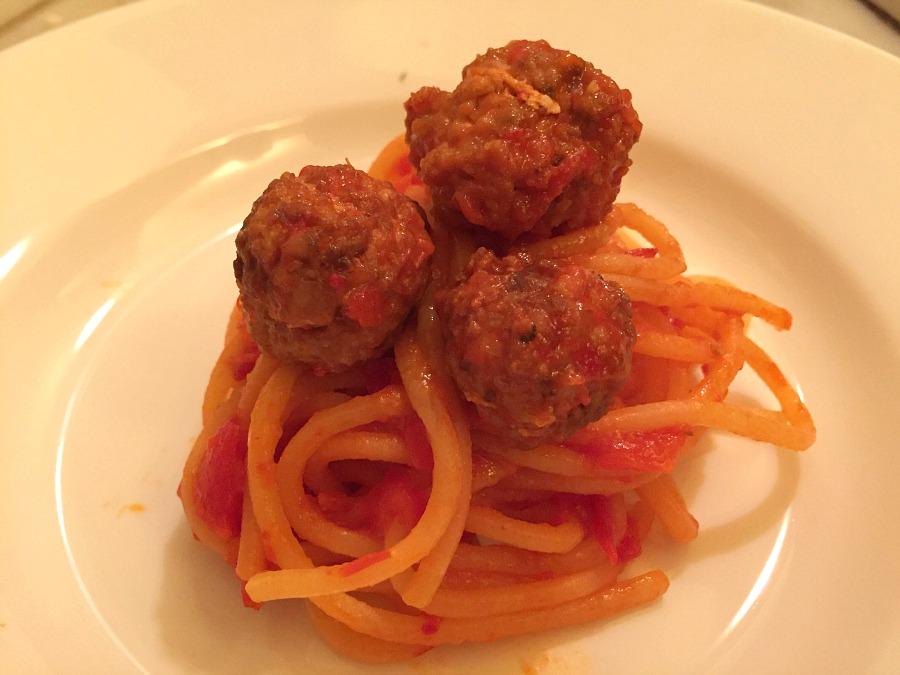 Spaghetti with fishballs: sugo di peperone, polpette di pesce spada