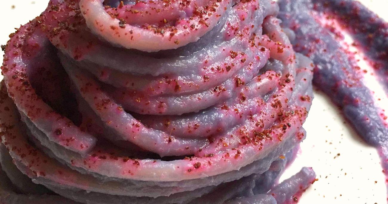 Spaghettoni in crema viola, polvere di sumac