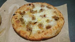 pizza con salsiccia di trippa - uomo senza tonno