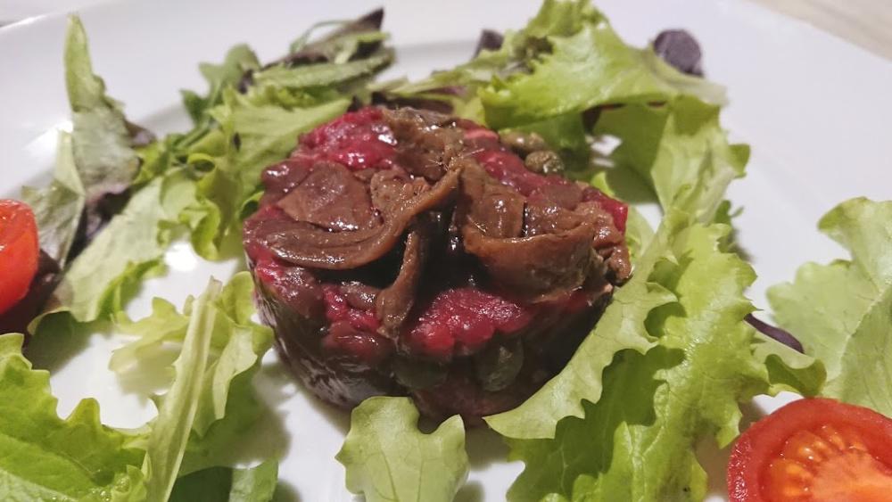 Tartare di carne, acciughe cantabrico capperi
